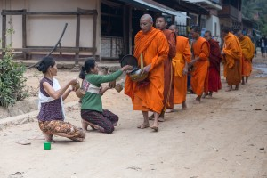 LC_0314: Laos - Monks begging