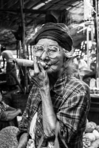 DB_1502: Myanmar - Old woman in Yangoon