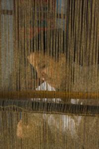 DB_1518: Myanmar - Weaver at the loom