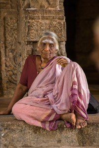 DE_0100: Southern India - Old woman in a temple