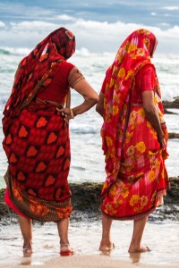 DE_0387: Southern India - Women at the shore
