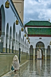 KA_0109: Morocco - Woman in a mosque
