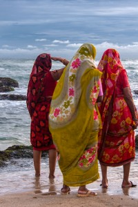 KD_0381: Southern India - Women at the shore