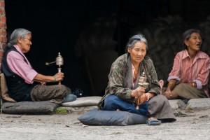 NE_0347_ Nepal - People praying