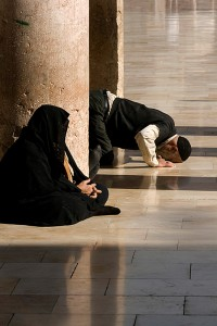 SI_0626: Syria - Believer praying at the mosque