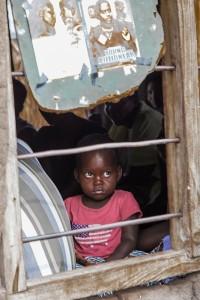 TA_0343: Tanzania - Child in a slum