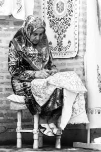 TAM_0476: Uzbekistan - Embroiderer